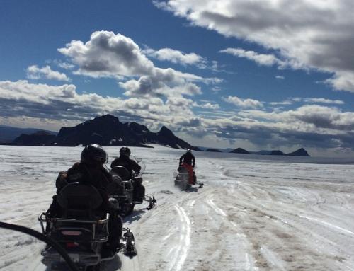 Mit dem Schneemobil zum Langjökull Gletscher